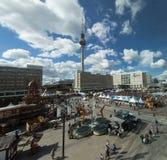 Fernsehturm und Alexanderplatz, Berlin stockbild