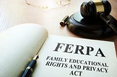 FERPA家庭教育权利和秘密行动在桌上 库存照片
