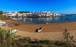 Ferragudo fiskeläge, Algarve, Portugal royaltyfri fotografi