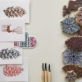 ferramenta da cópia do selo no fundo branco configuração lisa dos selos feitos a mão dos motivos do inverno dos cartão foto de stock