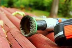 Ferramenta do fio em um telhado de madeira Fotografia de Stock Royalty Free