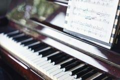 Ferramenta musical do jazz do piano, fim acima do teclado de piano Imagens de Stock Royalty Free