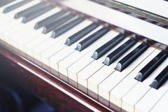 Ferramenta musical do jazz do piano, fim acima do teclado de piano, keybo do piano Imagem de Stock