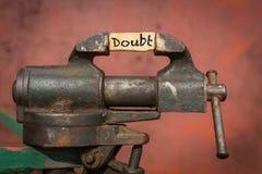 Ferramenta vice Conceito da redução da dúvida Foto de Stock
