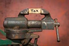 Ferramenta vice Conceito da redução de imposto Imagens de Stock