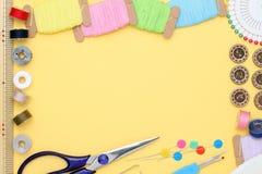 Ferramentas da costura, costura e conceito da forma Foto de Stock