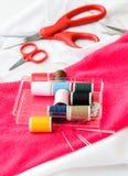 Ferramentas da costura e fita/jogo de costura coloridos Imagem de Stock Royalty Free