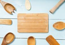 Ferramentas da cozinha na tabela Espaço para o texto Fotos de Stock