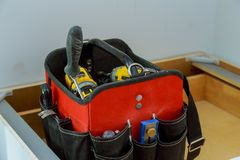 Ferramentas da mão construídas na maleta de ferramentas nos acessórios fotografia de stock royalty free