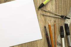 Ferramentas de desenho e papel do esboço Fotografia de Stock Royalty Free