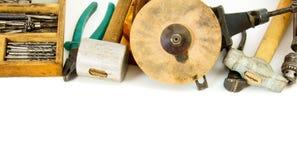 Ferramentas de funcionamento do vintage (martelo, brocas e outro imagens de stock royalty free