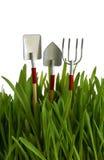 Ferramentas de jardim na grama verde Fotos de Stock Royalty Free