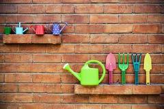 Ferramentas de jardinagem coloridas Fotografia de Stock Royalty Free