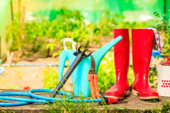 Ferramentas de jardinagem exteriores no jardim Foto de Stock