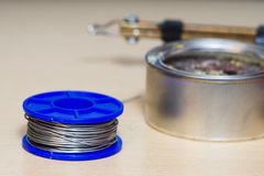 Ferramentas de solda, lata, ferro de solda, resina Imagem de Stock Royalty Free