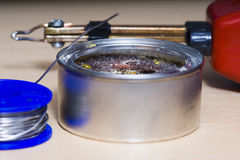 Ferramentas de solda, lata, ferro de solda, resina Imagem de Stock