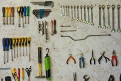 Ferramentas diferentes no toolwall Fotografia de Stock
