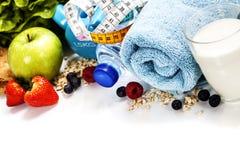 Ferramentas diferentes para o esporte e o alimento saudável Fotografia de Stock Royalty Free