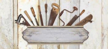 Ferramentas do quadro indicador e do carpinteiro no fundo de madeira Fotografia de Stock Royalty Free