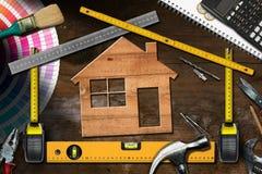 Ferramentas do trabalho e House modelo - melhoria home foto de stock