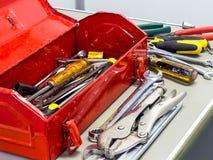 Ferramentas e caixa de ferramentas vermelha Fotos de Stock Royalty Free