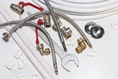 Ferramentas e equipamento do encanamento no branco com espaço da cópia fotografia de stock