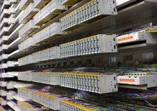 Sala e painel de controlo do servidor Fotos de Stock Royalty Free