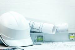 Ferramentas e instrumentos dos arquitetos na tabela imagens de stock royalty free