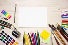 Ferramentas e papel coloridos de desenho Imagem de Stock Royalty Free