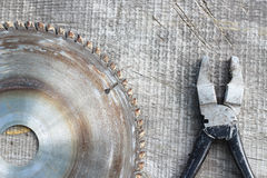 ferramentas em uma tabela de madeira Fotos de Stock