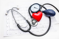 Ferramentas médicas que encontram-se em ECG fotografia de stock