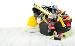 Ferramentas na caixa de ferramentas sobre o assoalho de madeira Imagem de Stock