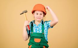 Ferramentas para melhorar-se Desenvolvimento da puericultura Arquiteto do coordenador do construtor Profissão futura Menina do co fotografia de stock royalty free