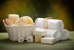 Ferramentas, sabão e toalhas da massagem imagem de stock