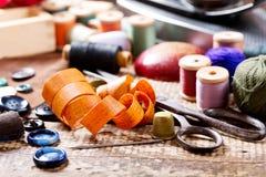 Ferramentas Sewing velhas Fotos de Stock Royalty Free