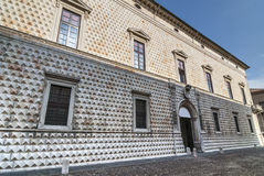 Ferrara - historischer Palast Lizenzfreie Stockfotografie