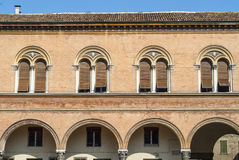Ferrara - historisk byggnad Arkivfoto