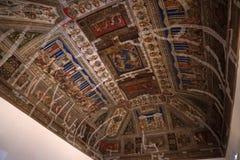 FERRARA, ITALIË - SEPTEMBER 29 2018 - Middeleeuwse schilderijen in Estense-Kasteel in Ferrara Italië onder restauratie royalty-vrije stock foto