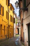 Ferrara, stara wąska ulica, Włochy Fotografia Royalty Free