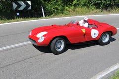 Ferrari 121 1954 - Vernasca silberne Markierungsfahne 2011 Lizenzfreie Stockbilder