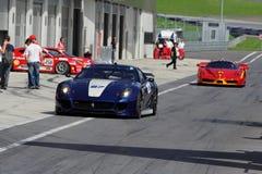 Ferrari 599XX en FXX in kuil Stock Foto