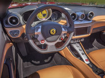 Ferrari-Armaturenbrettinnenraum stockfoto