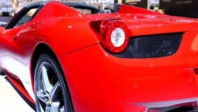 Ferrari 458 de sportwagen van de Spin stock videobeelden