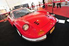 Ferrari Dino 246 GT klasyczny kabriolet na pokazie podczas Singapur jachtu przedstawienia przy Jeden stopnia 15 Marina Sentosa Świ Zdjęcie Stock