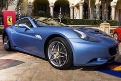 Ferrari-Erscheinen-Tag - Blau Ferrari-Kalifornien Azzuro Lizenzfreie Stockfotografie