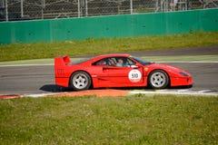 Ferrari F40 alla concorrenza di Mille MigliaMille Miglia Tribute Immagine Stock