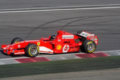 Ferrari F1 histórico en la pista Imagenes de archivo