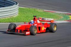 Ferrari F1 histórico en la pista Imágenes de archivo libres de regalías