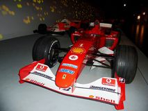 Ferrari formel 1 i auto museum av Tourin Arkivfoto