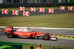 Ferrari formel 1 på Monza som är drivande vid Kimi Räikkönen Royaltyfri Fotografi